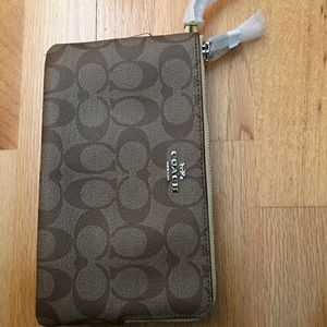 Coach large wrestle that fits iPhone 6 + NEW